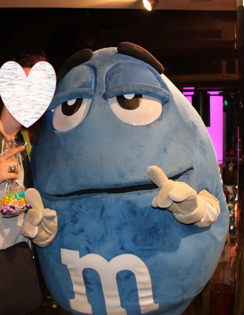 J'ai fait un câlin avec M&M's bleu !