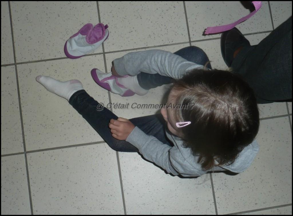 Mettre ses chaussons avant de rentrer dans la classe
