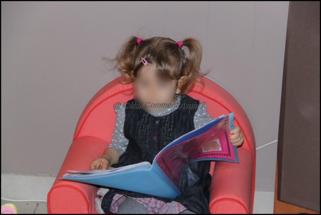 Avoir une passion pour le cahier d'école de sa soeur