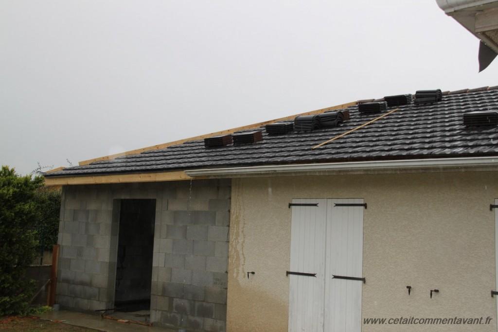 Admirer les charpentiers travailler sous une pluie battante et Admirer mon nouveau toit !!!