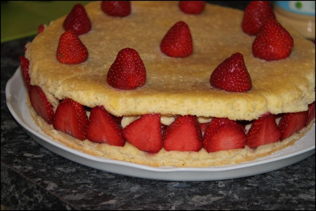 Faire un fraisier un soir en rentrant du boulot (manque de crème!)