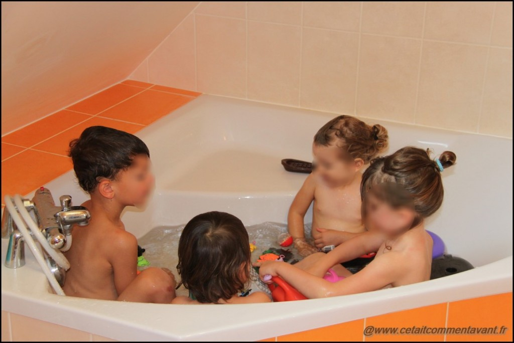 Prendre le bain à quatre, c'est rigolo