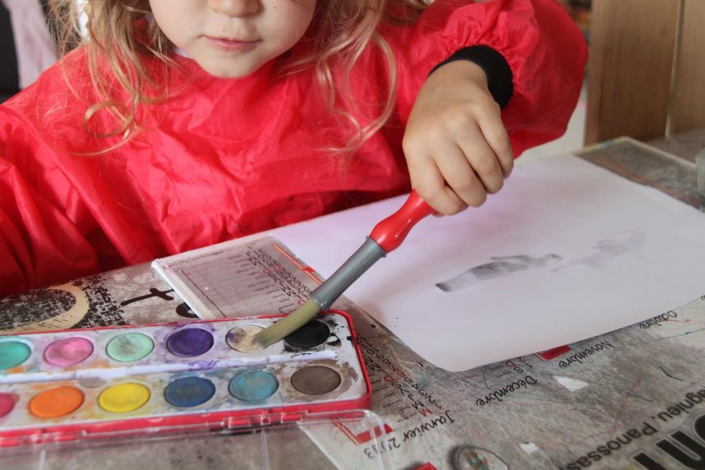 s'essayer à la peinture (durée de l'activité = 5 min...)