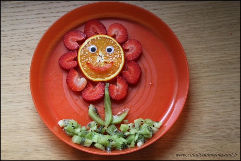 La fleur printanière (fraises, oranges, kiwi)