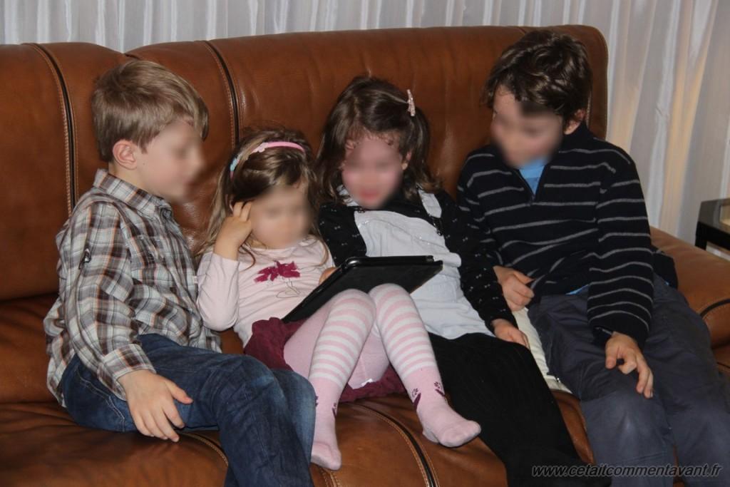 Un moment de calme entre cousins/cousines