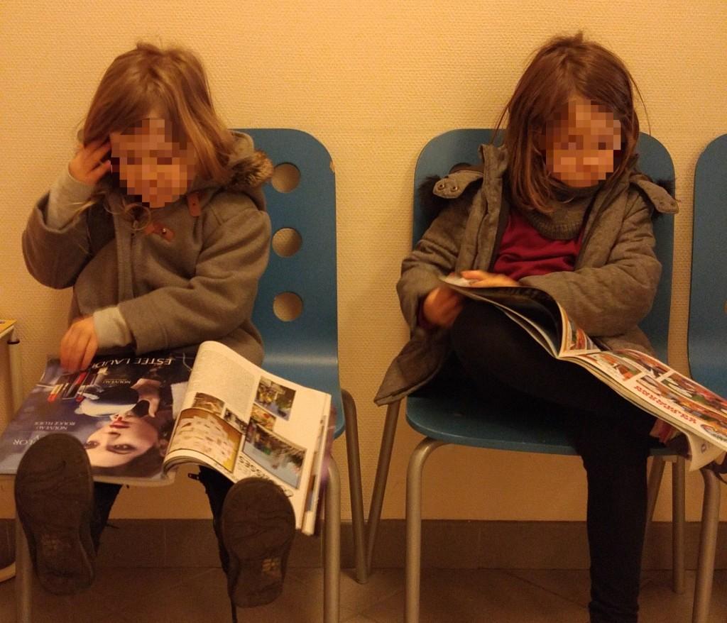 Feuilleter les magazines en salle d'attente