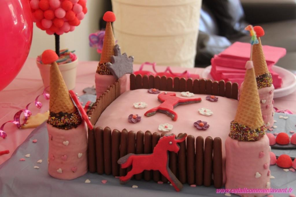 Le gâteau sous escorte des licornes !