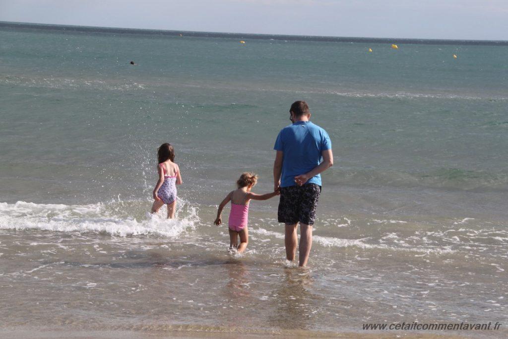 Sauter et courir dans l'eau