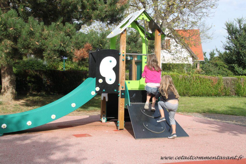 Jouer dans le petit parc