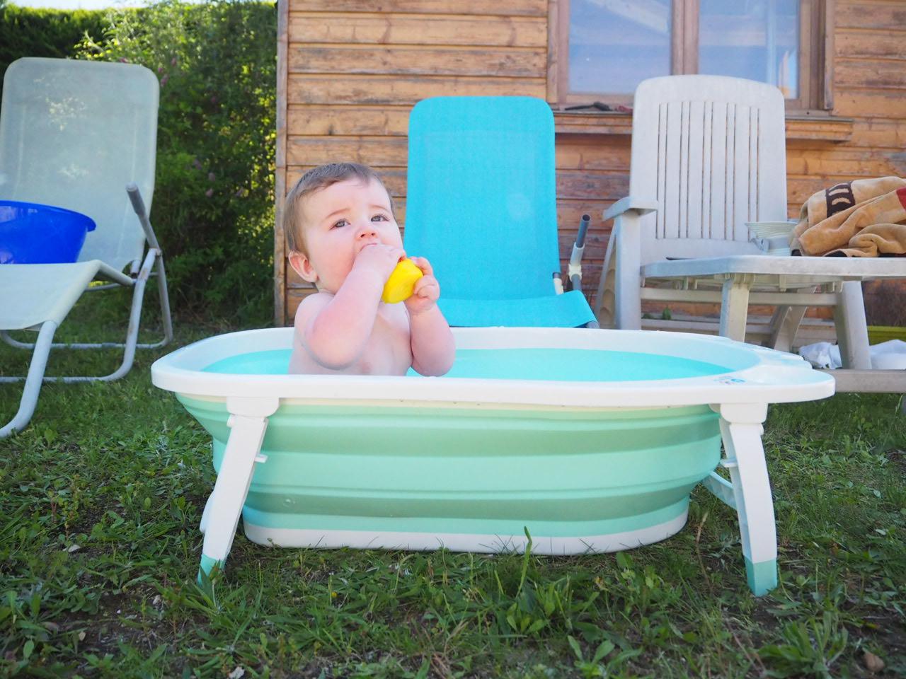 La baignoire pliable pour les vacances avec b b c 39 tait comment avant - Baignoire bebe de voyage ...