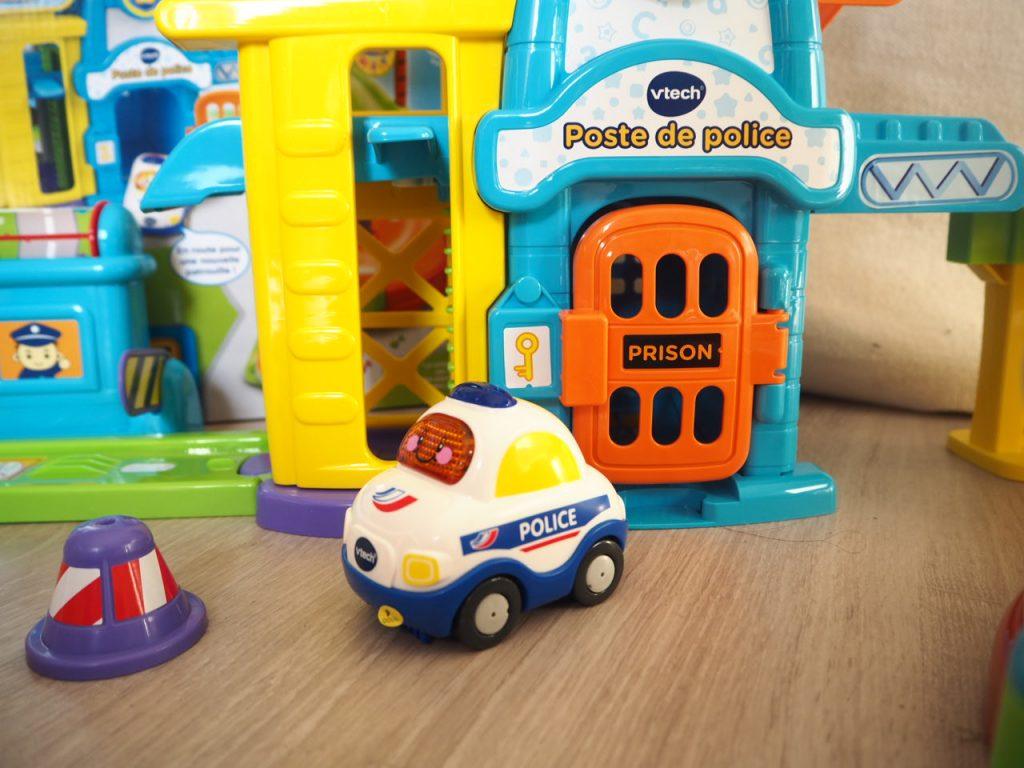 jeu de voiture de course poursuite avec la police jeux de voiture. Black Bedroom Furniture Sets. Home Design Ideas